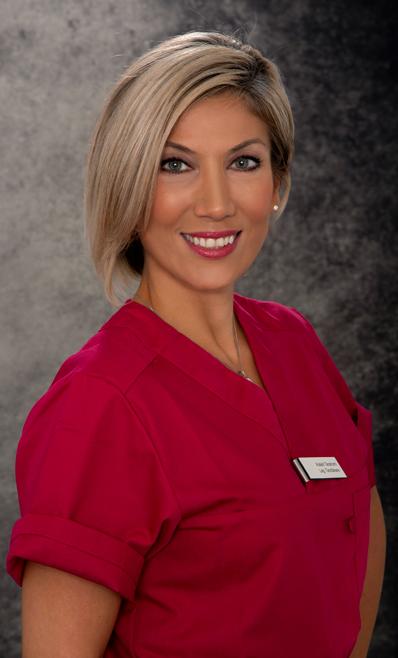 Alaleh är en erfaren och multilegitimerad tandläkare som har arbetat i Iran, Förenade Arabemiraten (Dubai) och Sverige. Hon fick svensk legitimation från Karolinska Institutet och började därefter arbeta på Folktandvården i Stockholm år 2012. Idag arbetar Alaleh som klinikchef på Gloss & Floss Dental Care, nischad främst inom endodontik och protetik. Alaleh är även certifierad estetisk behandlare för Botox, Fillers och Trådlyft. På kliniken använder Alaleh sin expertis inom allmän och specialiserad tandvård och transformerar leenden med Zoom blekmedel och andra innovativa tekniker. Alalehs proffsighet och sociala kompetens får patienterna att känna sig trygga i hennes händer innan hon påbörjar en behandling.